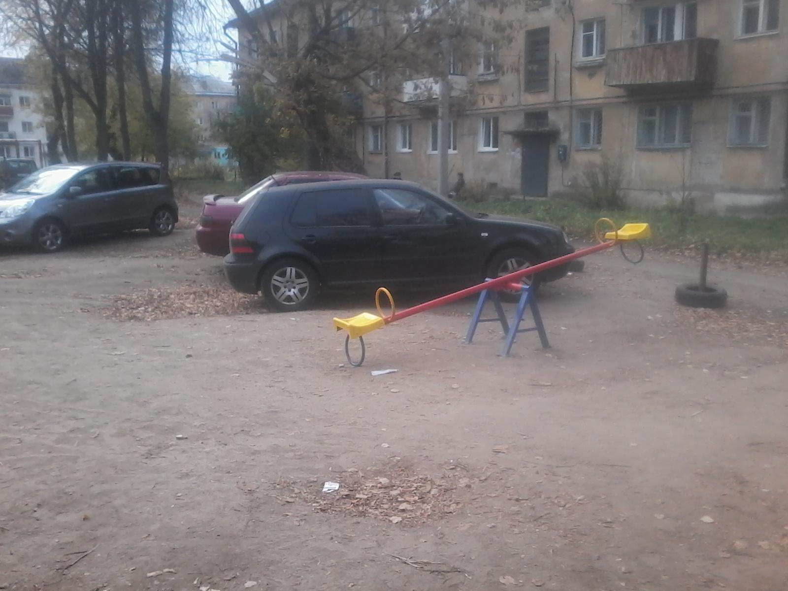 Не поймешь, где парковка, а где детская площадка!