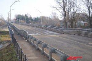 """Каменный мост в г. Велиж просел. Фото М. Ефимкина, """"АиФ-Смоленск"""""""