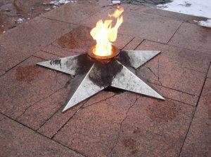 Звезда Вечного огня закопчена